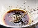 Рецепта Марината за вратни пържоли с олио, соев сос, чили и пипер